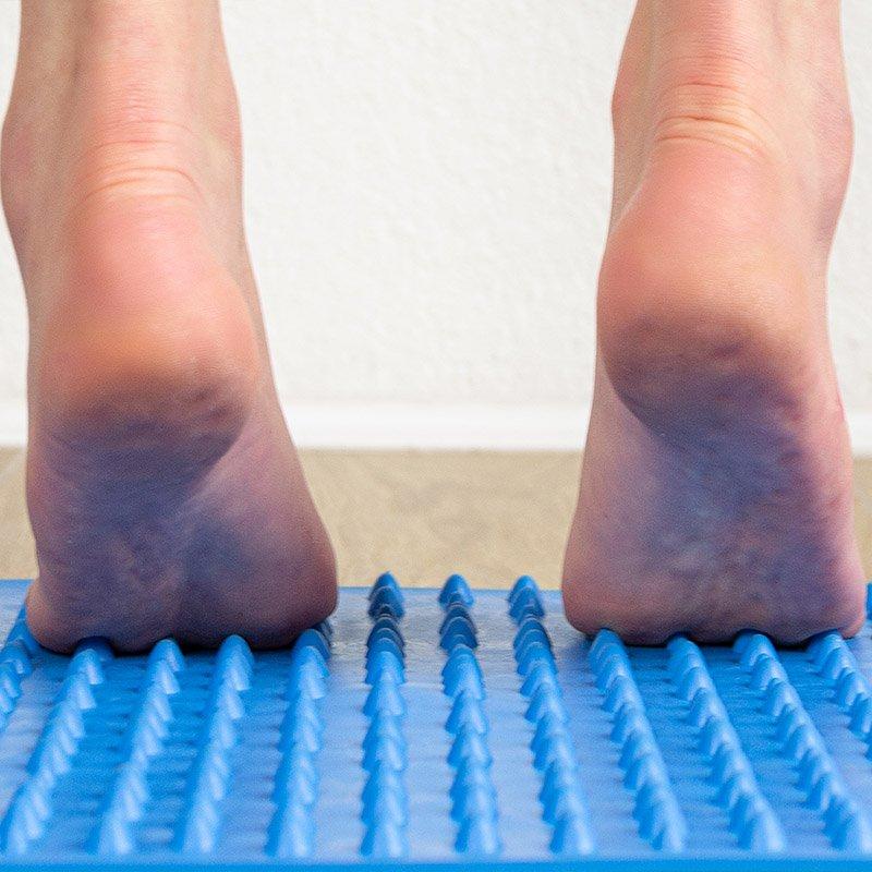 2° tavola Yowalk: il tappeto blu amplifica la stimolazione iniziata con lo step verde ed inizia una ginnastica articolare