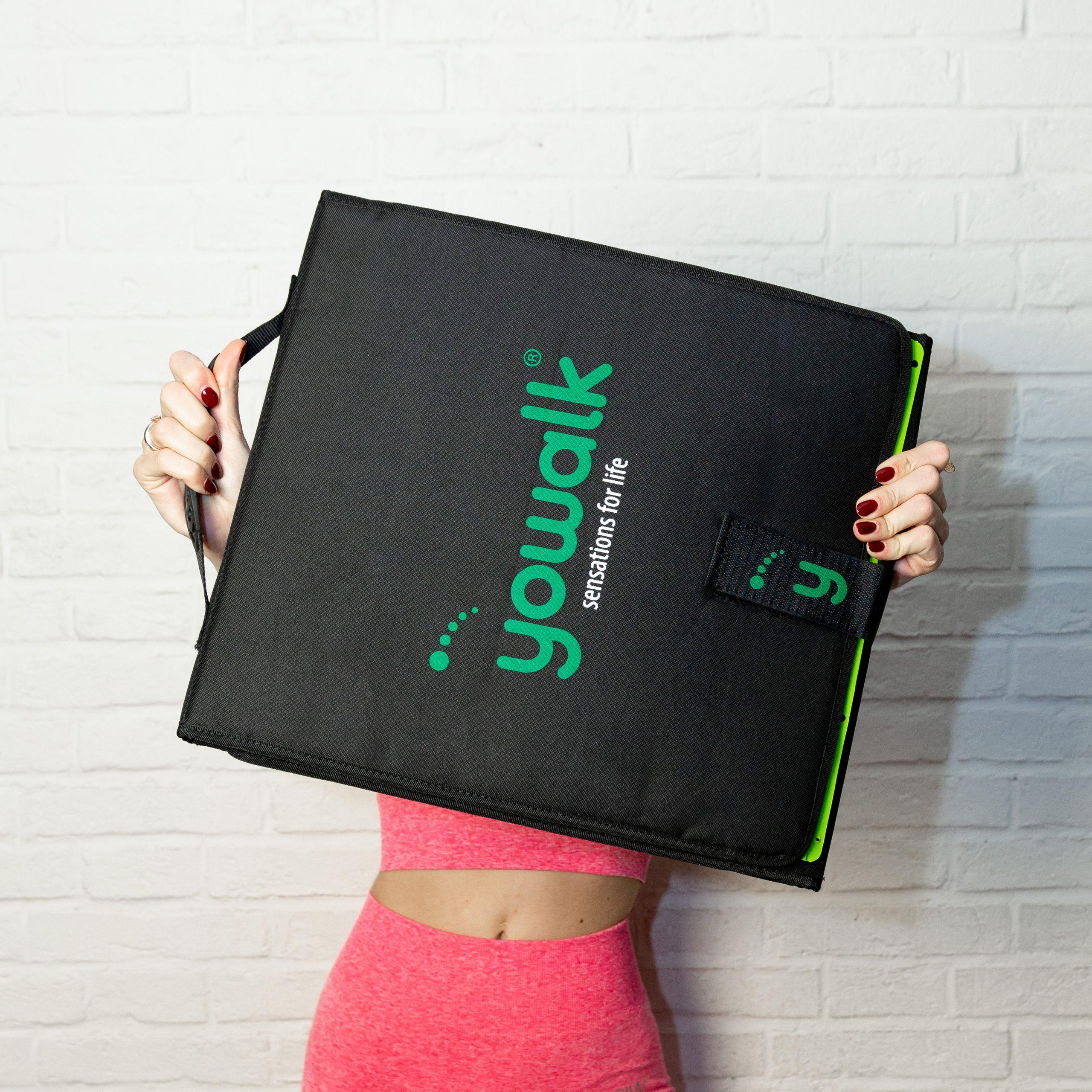 Giulia Bertomoro con la valigietta di Yowalk Plus