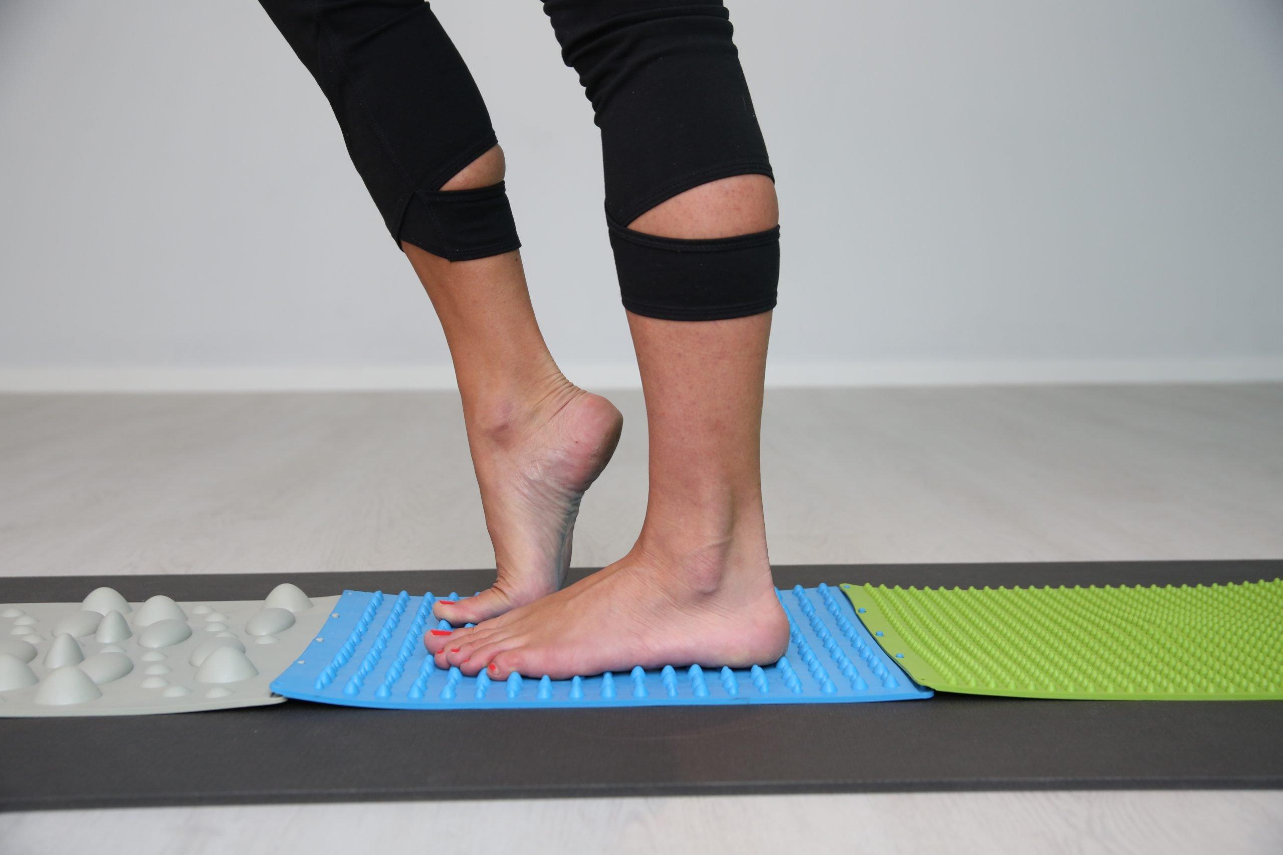 Elena Marini mentre utilizza la FeetBoard Yowalk per la Stimolazione Propriocettiva